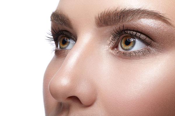 鼻の大きさや形によって顔全体に与えるイメージが大きく左右
